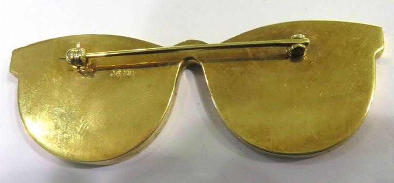 Phenomenal Multi Hard Stone Sunglasses Reflecting Beach Scene Gold Pin Brooch For Sale 1