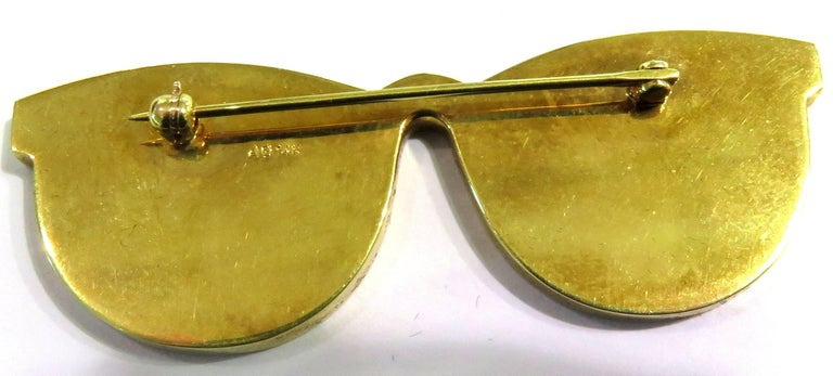Phenomenal Multi Hard Stone Sunglasses Reflecting Beach Scene Gold Pin Brooch For Sale 2