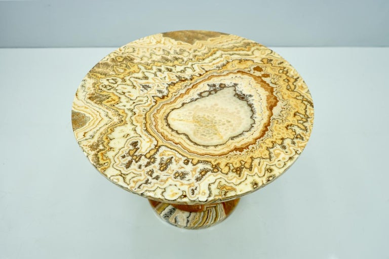 Phenomenal Onyx Stone Side Table, Italy, 1970s For Sale 1