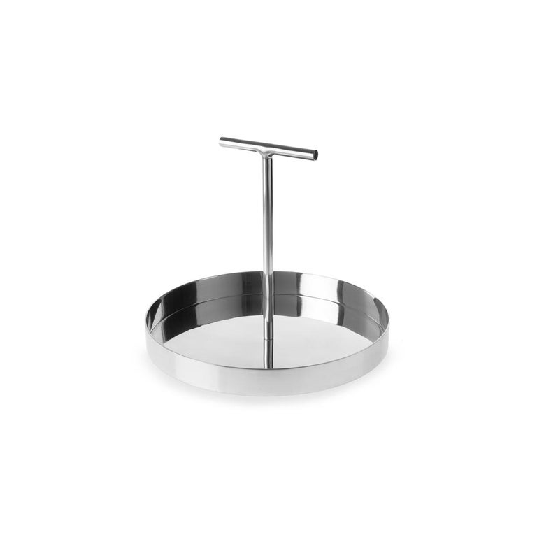 Phil is a family of metallic trays designed by Indian designer Bojou Jain. This model of Phil is conceived in polished aluminium with a circular base. At the centre of the base rises a high T-shape handle a non-conventional element that makes this