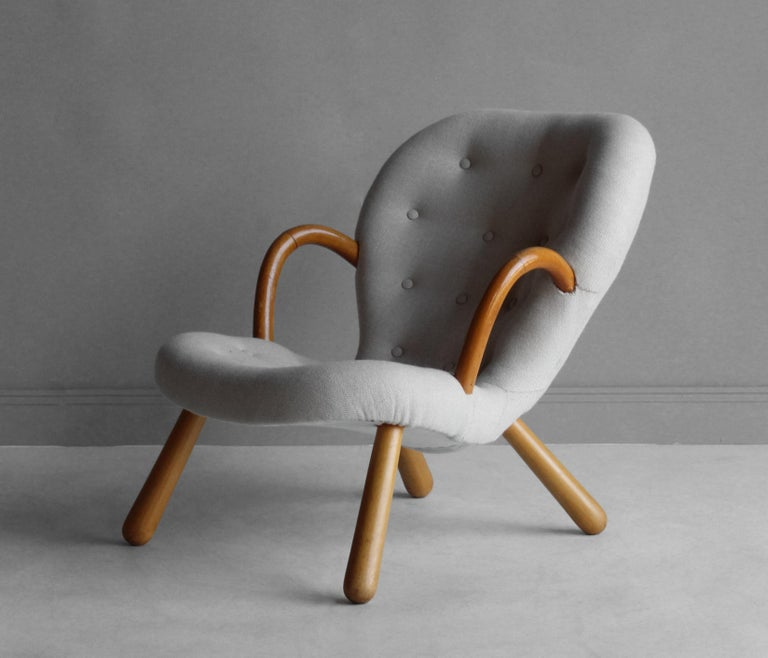 Scandinavian Modern Philip Arctander, Clam Armchair, Fabric and Stained Beech, Denmark, 1940s For Sale