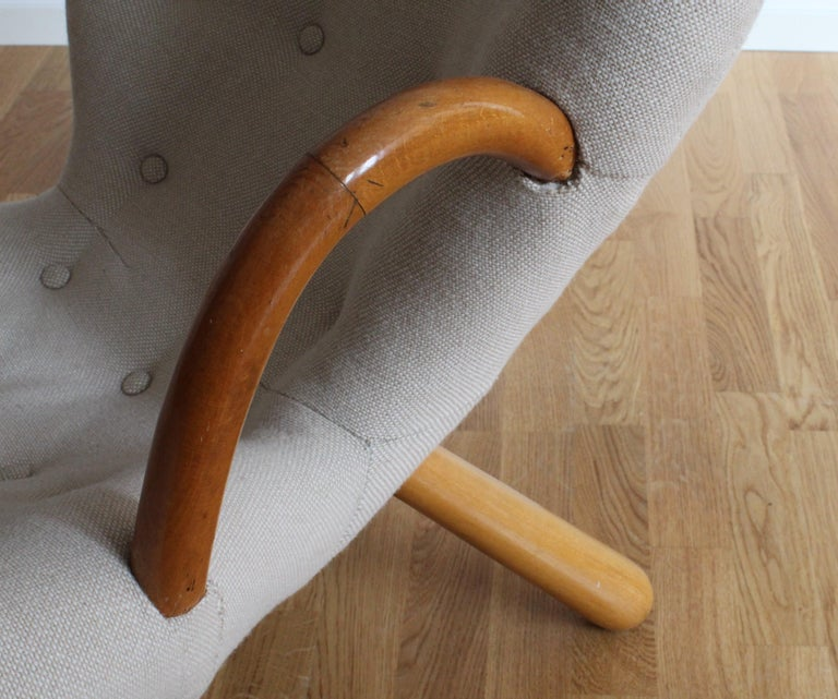 Philip Arctander, Clam Armchair, Fabric and Stained Beech, Denmark, 1940s For Sale 1