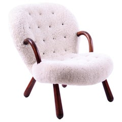 Philip Arctander Clam Chair in Off-White Sheep Skin and Leather Buttons