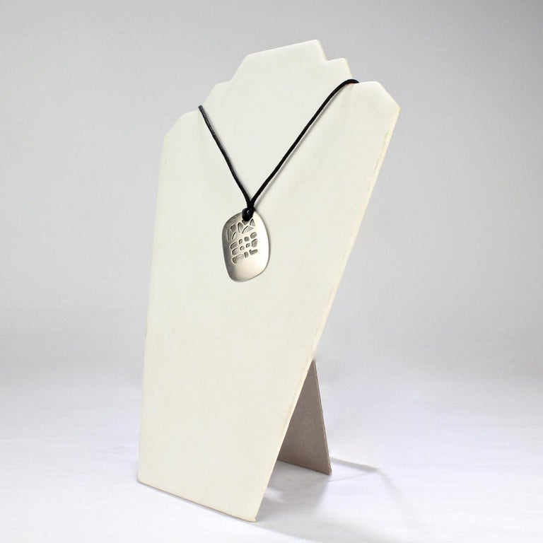 Philip Morton Mid-Century Modern Sterling Silver Modernist Pendant Necklace In Good Condition For Sale In Philadelphia, PA