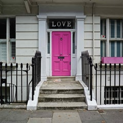 LOVE IN CHELSEA - CONTEMPORARY PHOTOGRAPHY - COLOUR PHOTOGRAPHY - FRONT DOOR