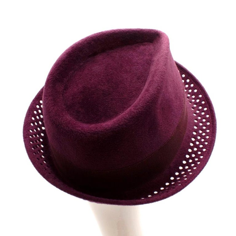 Philip Treacy Burgundy Wool Felt Fedora Hat In Excellent Condition For Sale In London, GB