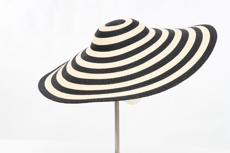 Philip Treacy for Ralph Lauren Collection Striped Raffia Hat In Excellent Condition For Sale In Cincinnati, OH
