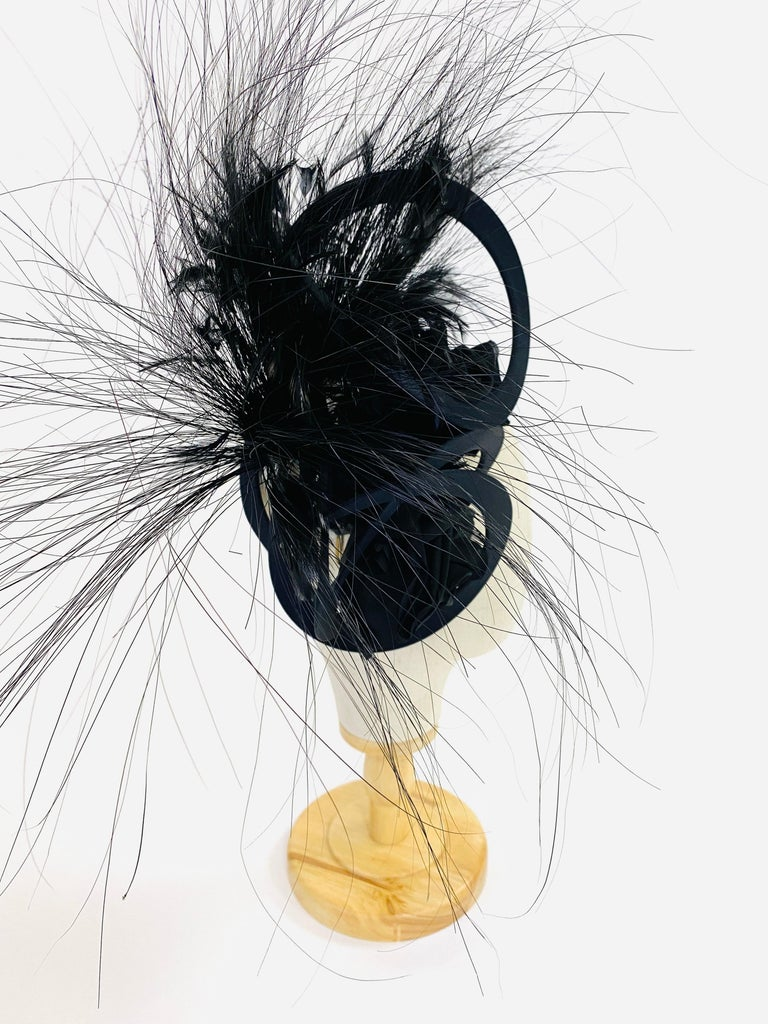 Philip Treacy Navy and Black Feather Sculptural Fascinator In Excellent Condition For Sale In Houston, TX