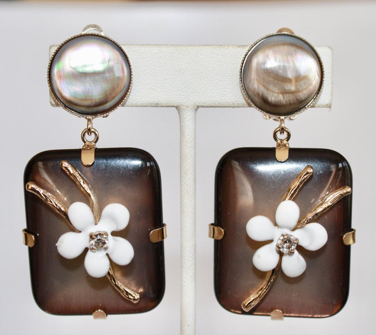 Philippe Ferrandis Handmade Glass, Mother of Pearl and Enameled Flowers Clips For Sale 1