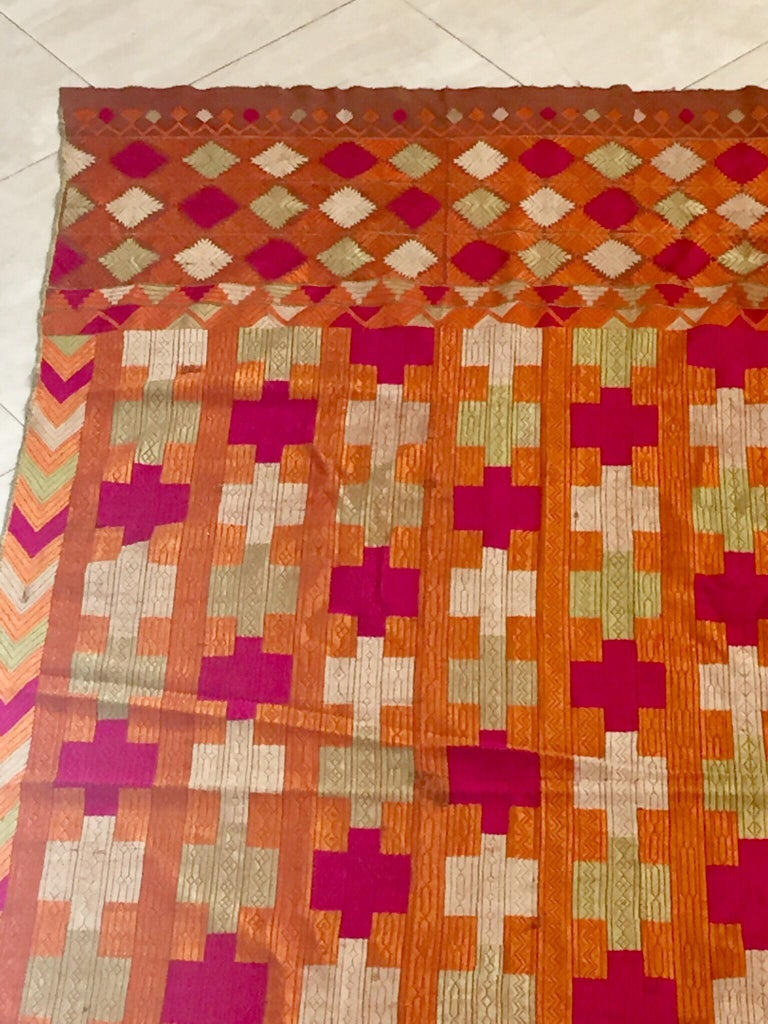 Phulkari Wedding Shawl, Silk Embroidery on Cotton, Punjab India, 20th Century For Sale 6