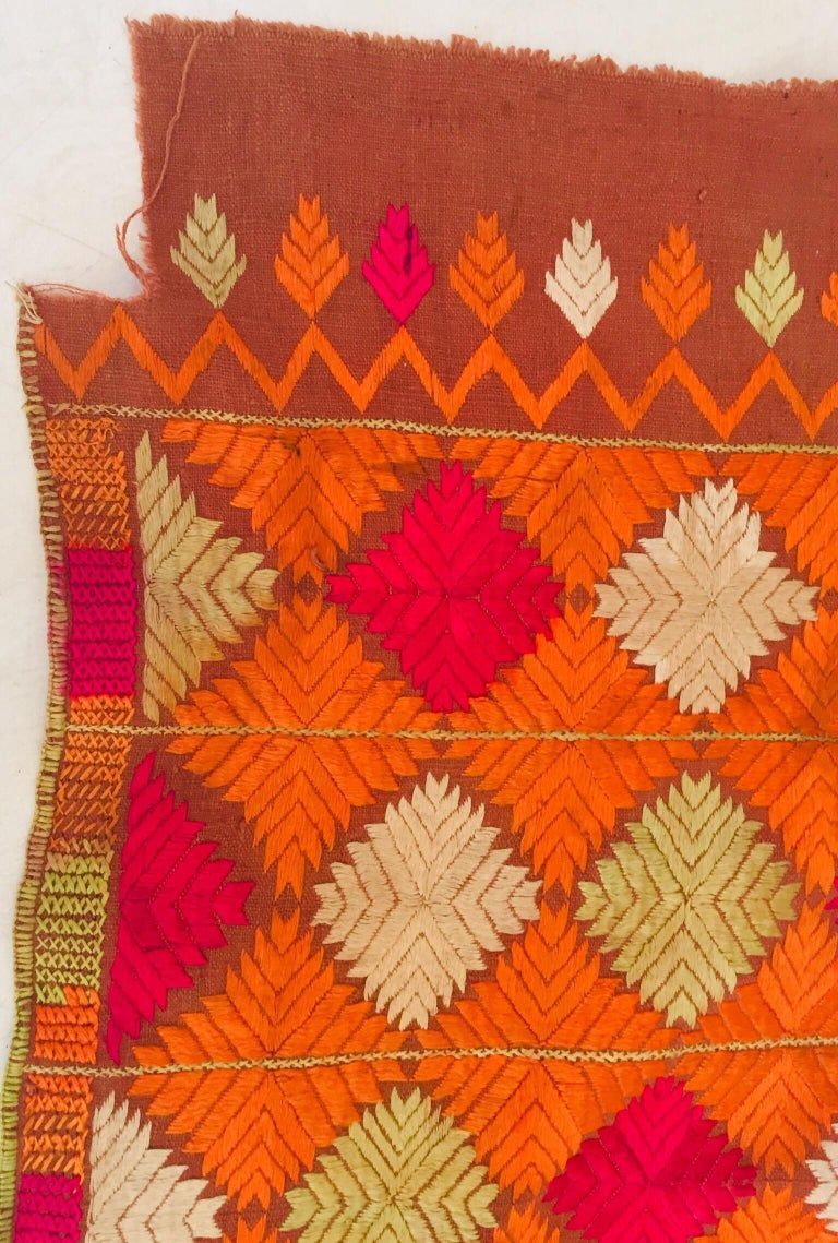 Phulkari Wedding Shawl, Silk Embroidery on Cotton, Punjab India, 20th Century For Sale 7