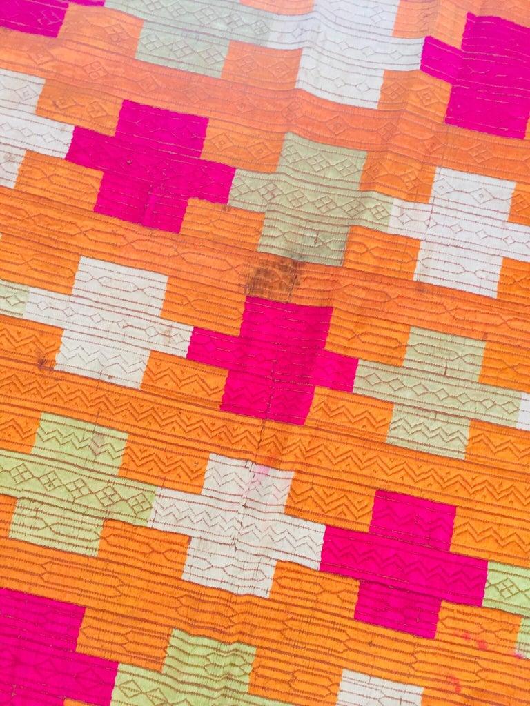 Phulkari Wedding Shawl, Silk Embroidery on Cotton, Punjab India, 20th Century For Sale 10