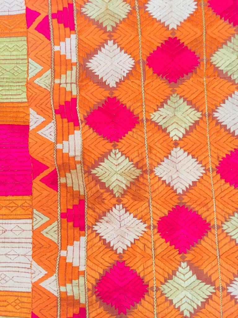 Phulkari Wedding Shawl, Silk Embroidery on Cotton, Punjab India, 20th Century For Sale 12