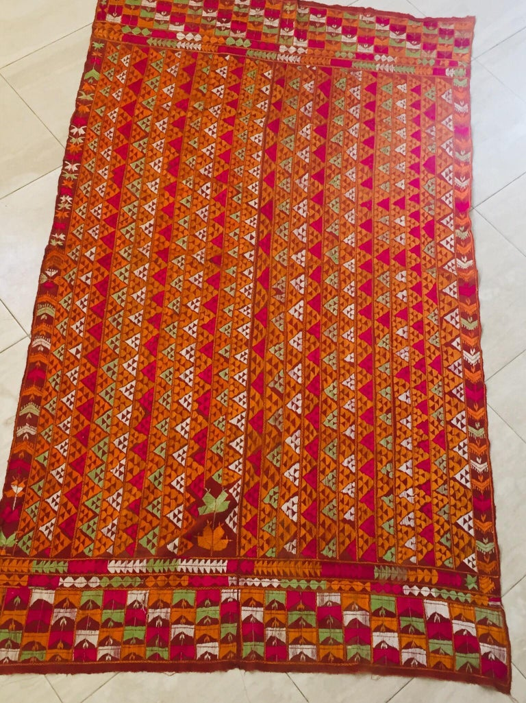 Phulkari Wedding Shawl, Silk Embroidery on Cotton, Punjab India 20th Century In Good Condition For Sale In North Hollywood, CA