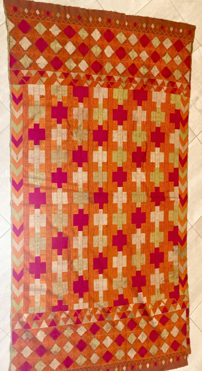 Phulkari Wedding Shawl, Silk Embroidery on Cotton, Punjab India, 20th Century In Good Condition For Sale In North Hollywood, CA