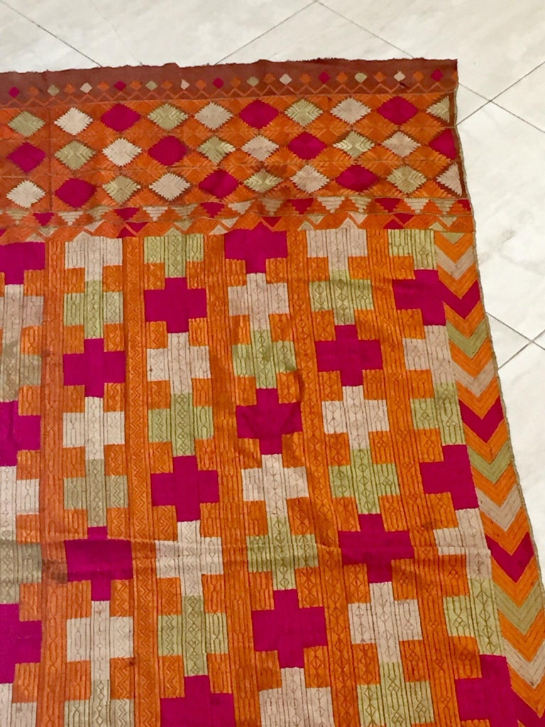 Phulkari Wedding Shawl, Silk Embroidery on Cotton, Punjab India, 20th Century For Sale 3