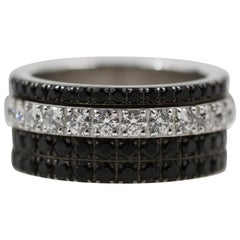 Piaget 18 Karat White Gold Possession Eccentric Movable Ring with Diamond, Onyx