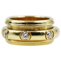 Piaget 18 Karat Yellow Gold Movable Ring with 7 Diamonds