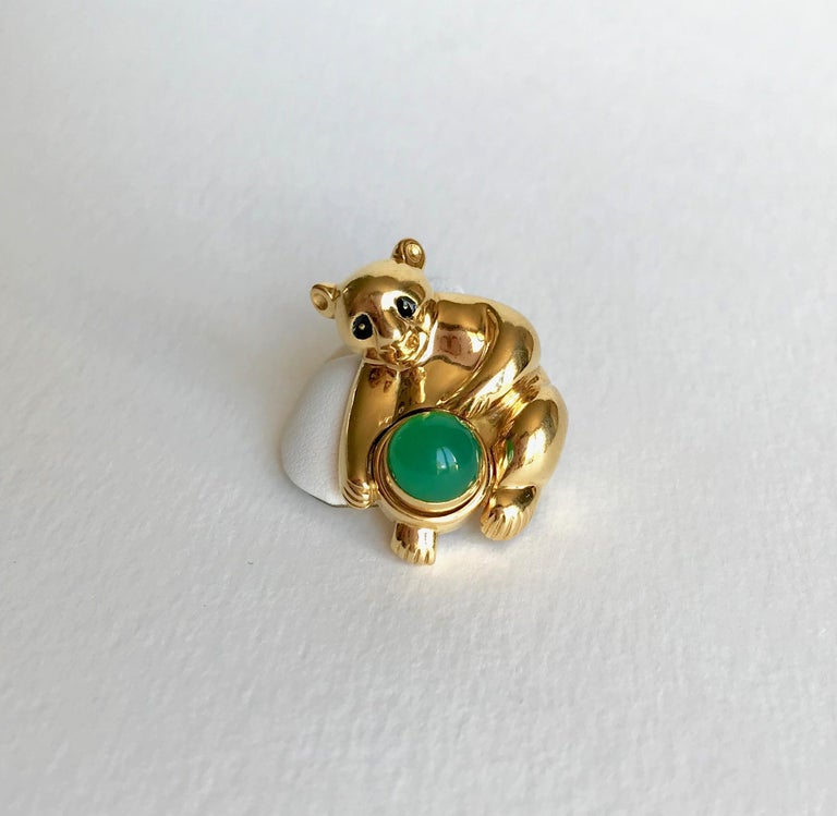 PIAGET Koala Brooch in 18 kt yellow Gold and Chrysoprase Koala Brooch in 18 kt yellow Gold and PIAGET Chrysoprase signed PIAGET and numbered and dated 1995. The Center is set with a removable Cabochon-cut Chrysoprase. Gross Weight: 18 g Height: 3.5