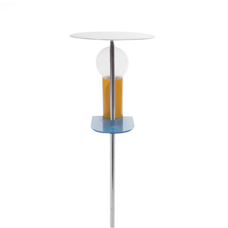 Here you are shown the EU wired, Piccadilly table lamp made in metal and plastic laminate, designed in 1982, by Gerard Taylor. 