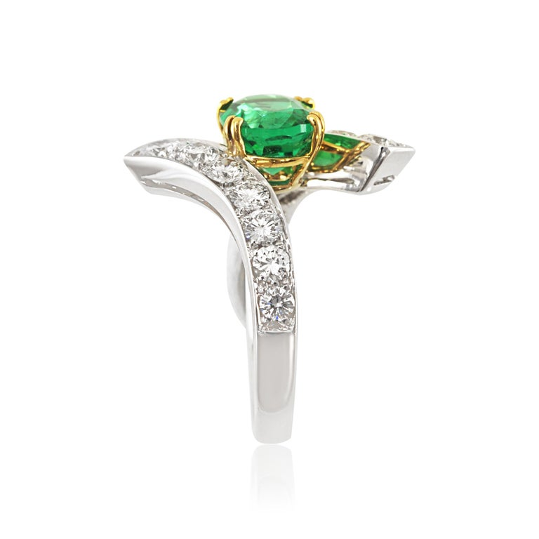 Picchiotti 18 Karat White and Yellow Gold Fashion Ring with Diamonds and Emerald In New Condition For Sale In Valenza, IT