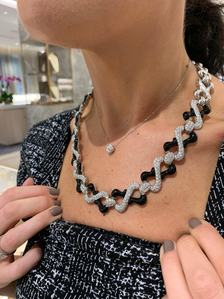 Contemporary Picchiotti 18 Karat White Gold, 10.87 Carat Diamond and Black Onyx Necklace For Sale