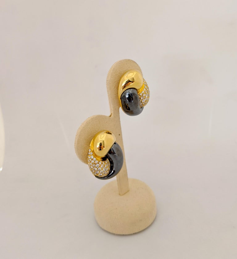 Contemporary Picchiotti 18 Karat Yellow Gold, 2.27 Carat, Diamond and Hematite Earrings For Sale