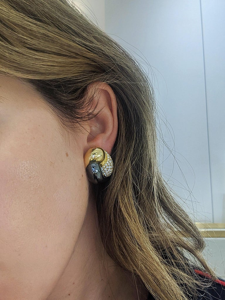 Picchiotti 18 Karat Yellow Gold, 2.27 Carat, Diamond and Hematite Earrings In New Condition For Sale In New York, NY