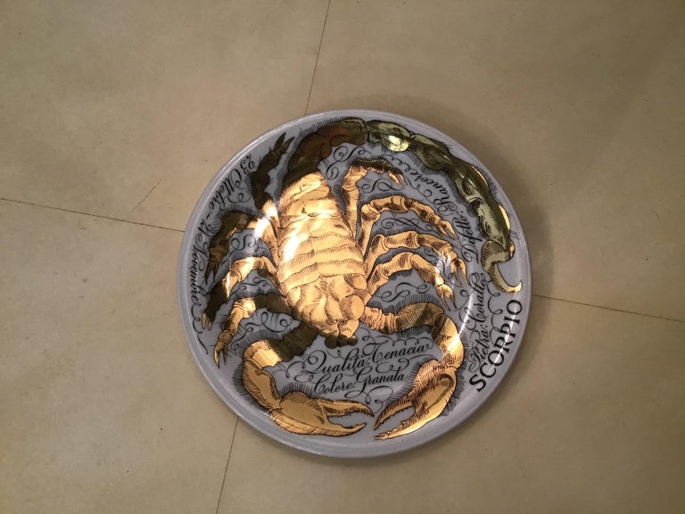 Piero Fornasetti Porcelain Gold Wall Plate Zodiac Sign Scorpion, 1967 In Excellent Condition For Sale In Milano, IT