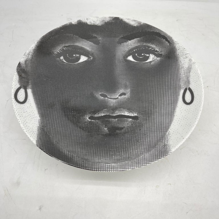 Piero Fornasetti Tema e Variazioni Porcelain Black and White Large Dish Charger For Sale 3