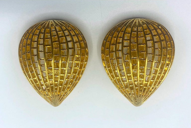 Pierre Balmain 1980s Large Gold Openwork Earrings In Good Condition For Sale In New York, NY