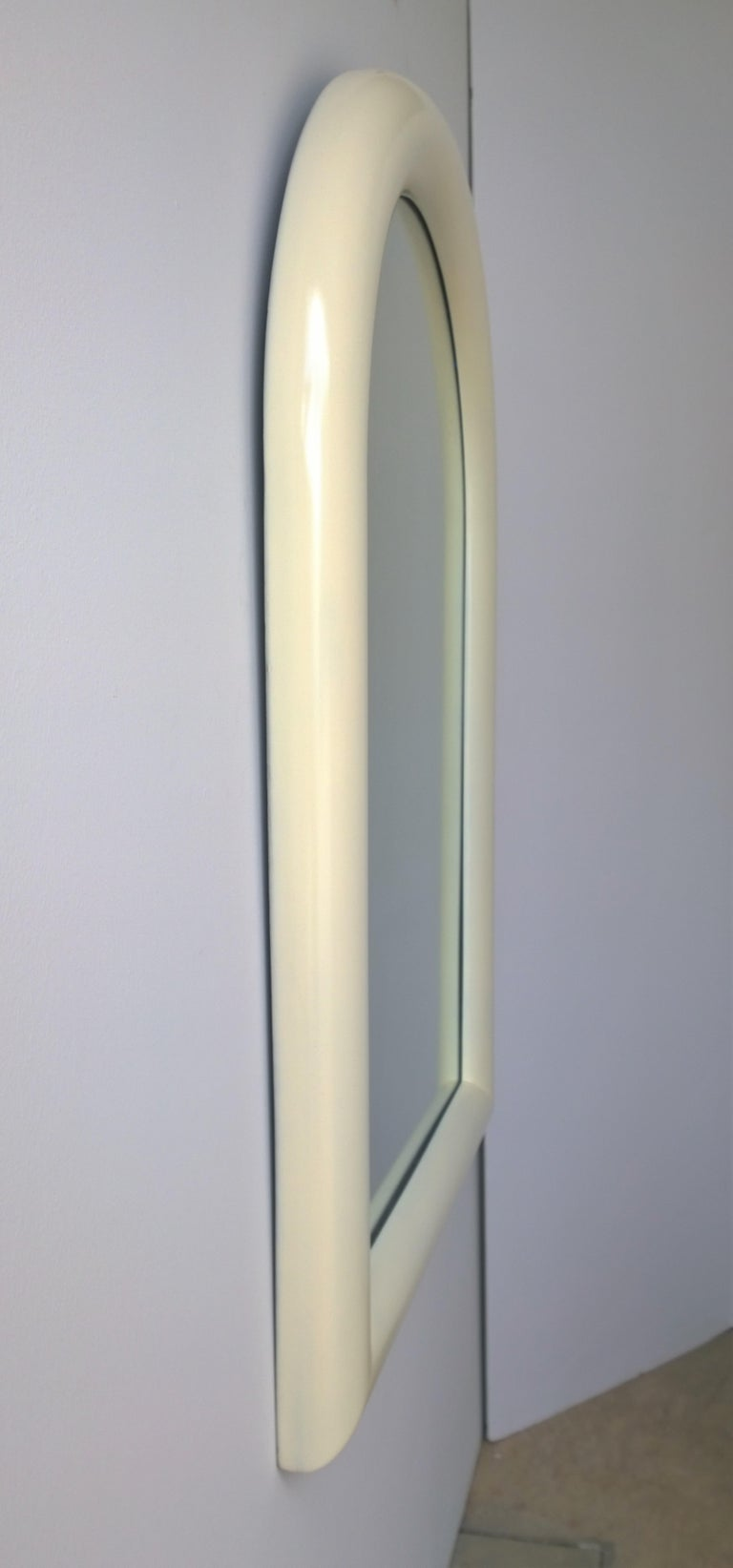 Pierre Cardin Attributed Arched Wall Mirror Newly Lacquered Wood in Off-White In Good Condition For Sale In Houston, TX