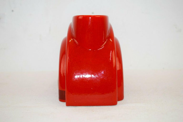 Pierre Cardin Modern Red Porcelain Vase Franco Pozzi Ceramica, 1970s, Italy In Good Condition For Sale In Brooklyn, NY