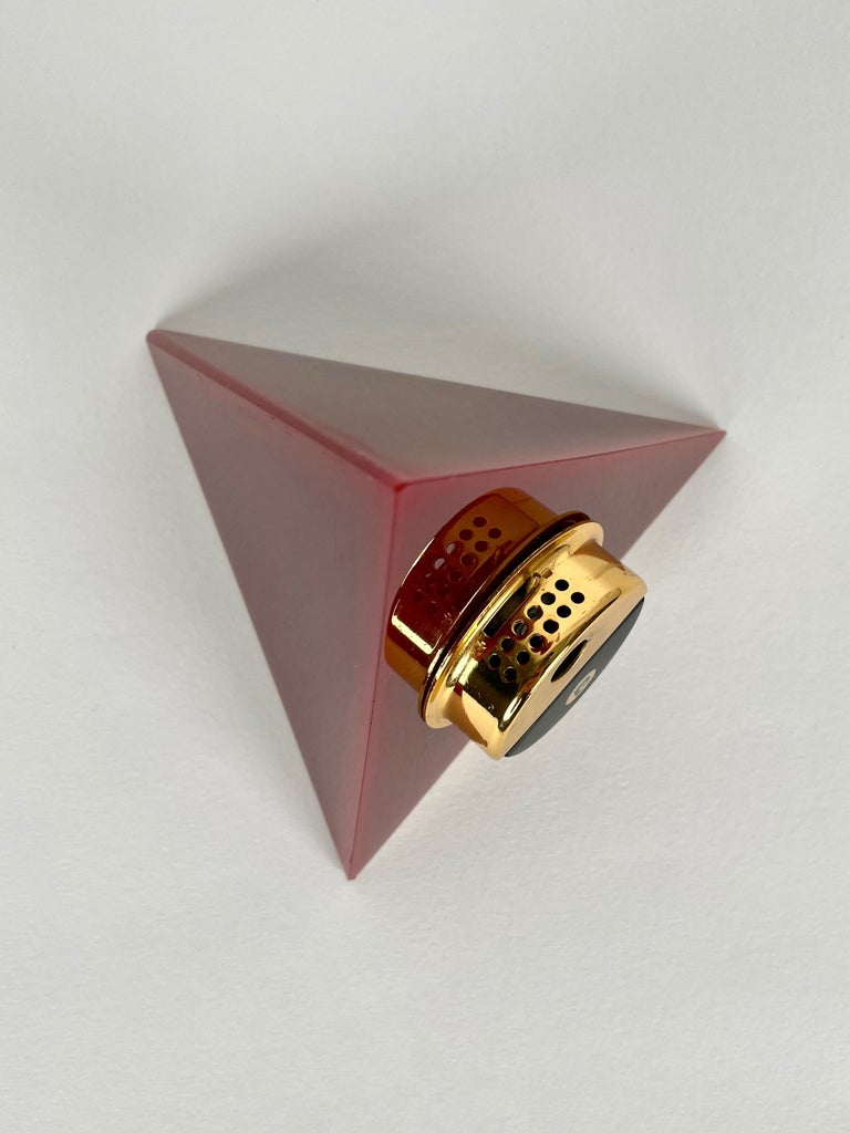 Pierre Cardin Pyramid Bordeaux Lucite Table Lighter, France, 1970s For Sale 1