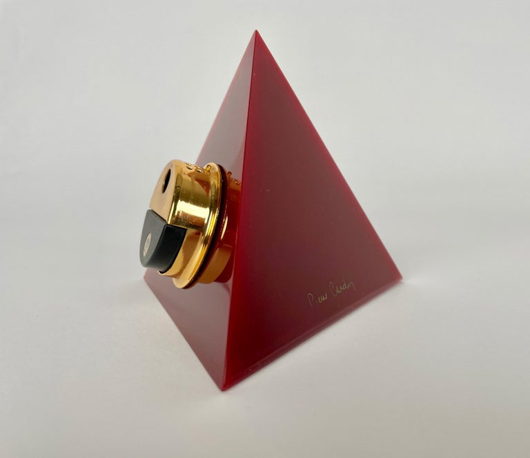 Pierre Cardin Pyramid Bordeaux Lucite Table Lighter, France, 1970s For Sale 2