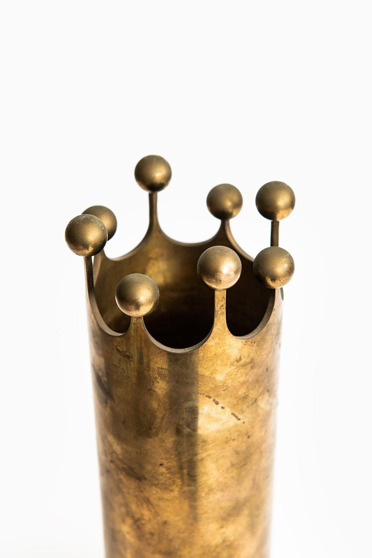 Swedish Pierre Forsell vase in brass by Skultuna in Sweden For Sale