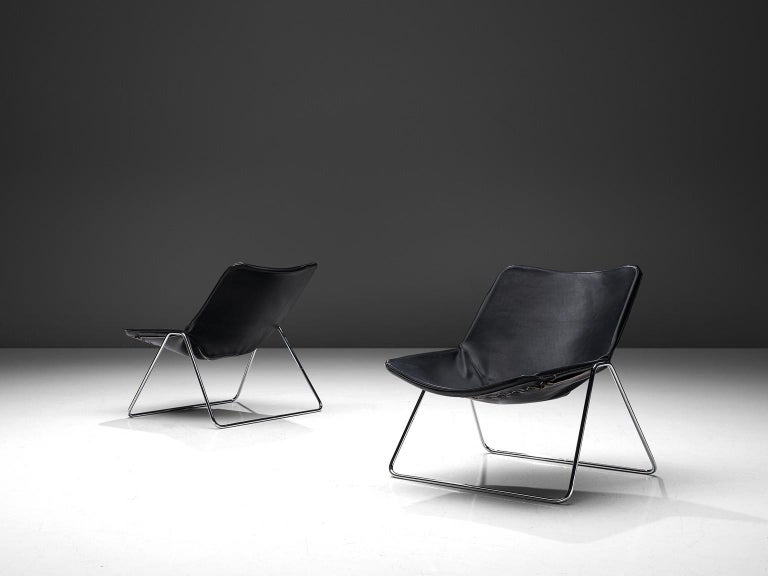 Pierre Guariche for Airborne, set of two G1 lounge chairs, lacquered steel and black leather, design from 1953.  This wonderful set of G1 lounge chairs are designed by Pierre Guariche in 1953 for Airborne. The simplistic and modern design consist of