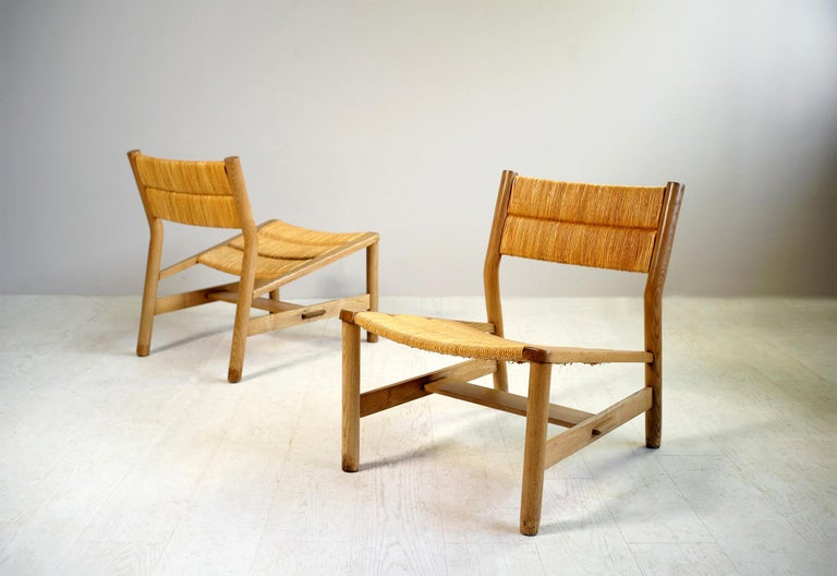 Pierre Gautier-Delaye, pair of ash and straw fireside chairs, Vergnères edition, France 1956. Drawing on popular furniture, Pierre Gautier-Delaye designed the week-end series in the early fifties, favoring natural materials such as pine , ash and