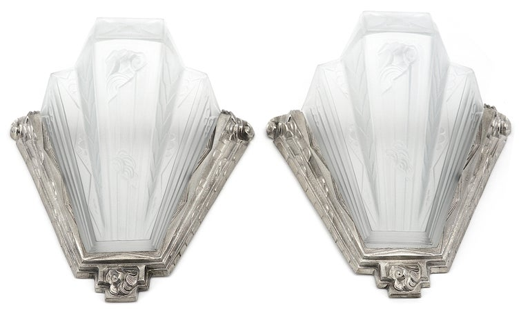 French Art Deco pair of wall sconces by Pierre Gilles, 27 rue Esquirol, Paris 13e, France, late 1930s. Glass and bronze. Same period as Hettier-Vincent, Muller Frères, Sabino, etc. Thick molded frosted glass shades inside their silver plated solid