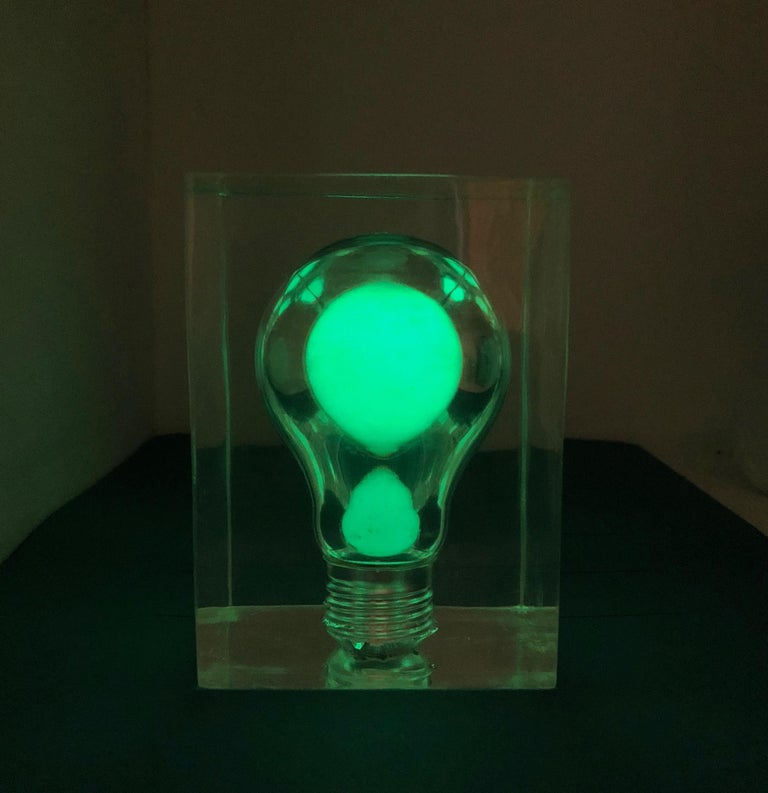 Pierre Giraudon, Pop Art Light Bulb Sculpture in Lucite, Mid-Century Modern In Good Condition For Sale In Rome, IT