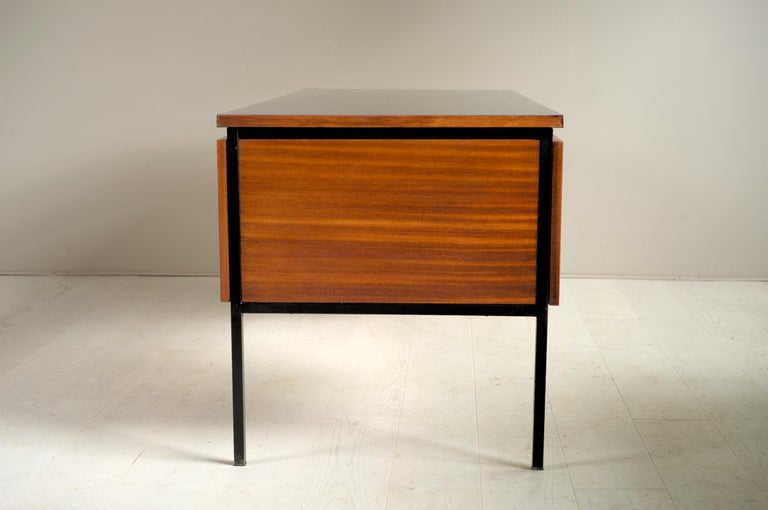 Pierre Guariche, Executive Desk 620, France, 1960 In Good Condition For Sale In Catonvielle, FR