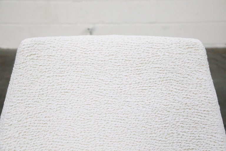 Pierre Guariche for Meurop 'Polaris' Chairs in White Boucle Fabric, Pair, 1960s For Sale 6