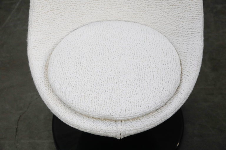 Pierre Guariche for Meurop 'Polaris' Chairs in White Boucle Fabric, Pair, 1960s For Sale 7