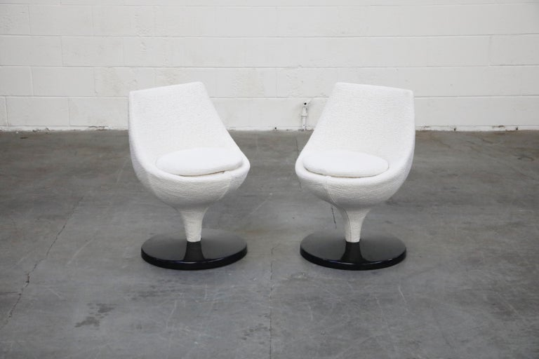 Modern Pierre Guariche for Meurop 'Polaris' Chairs in White Boucle Fabric, Pair, 1960s For Sale