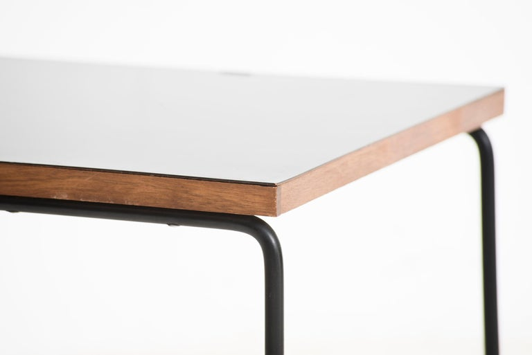 Pierre Guariche Metal and wood Square French Mid-Century Side Table In Excellent Condition For Sale In Barcelona, ES