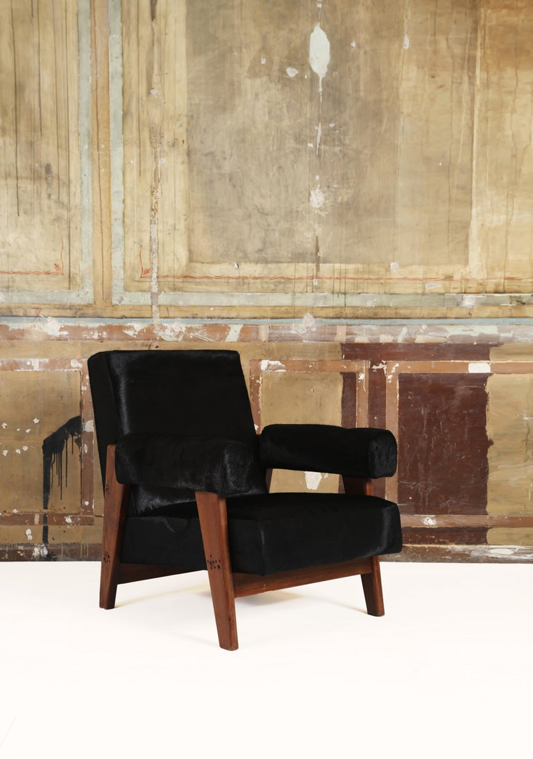 Pierre Jeanneret /Le Corbusier, LC/PJ-SI-42-A/B Sofa Armchairs Set In Good Condition For Sale In Paris, FR