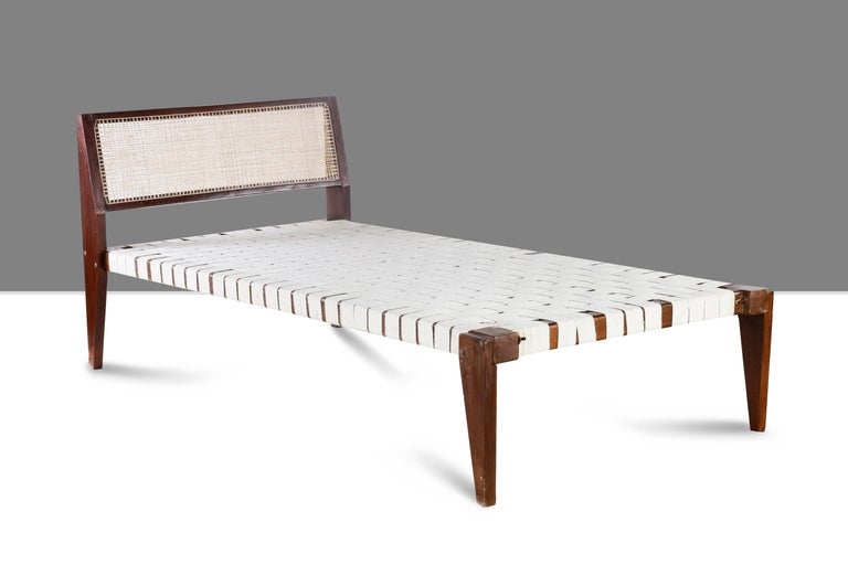 Pierre Jeanneret PJ-L-02-A, Original Collapsible Single Bed In Good Condition For Sale In Dietikon, CH