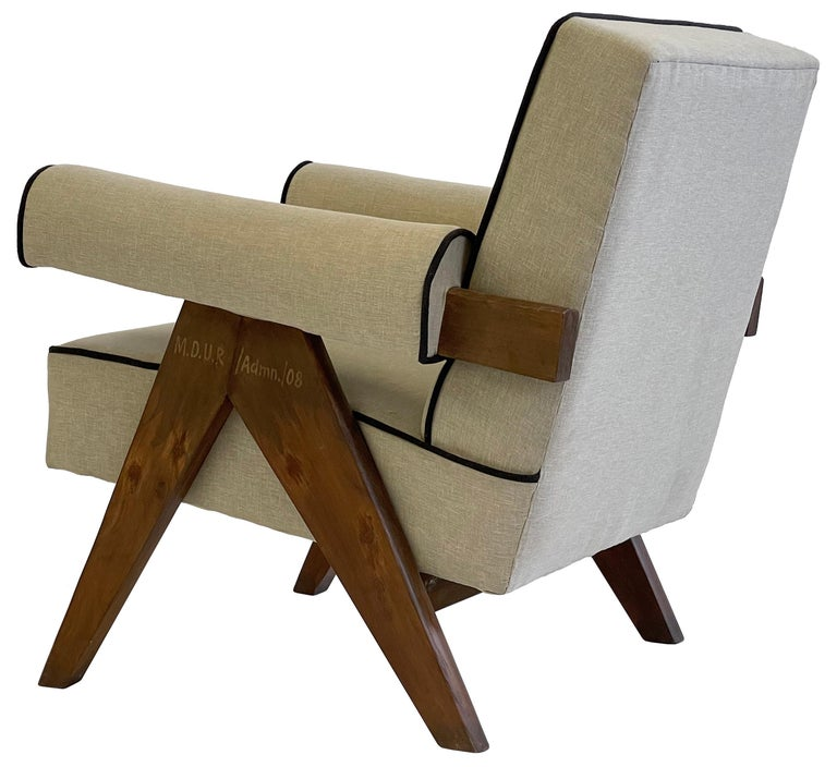 Pierre Jeanneret PJ-SI-32-A Upholstered Easy Armchair For Sale 10