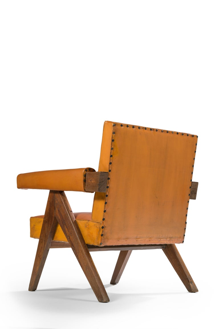 Pierre Jeanneret PJ-SI-32-C Important : vintage collector's item for sale with guaranteed authenticity.  Armchair, circa 1955 Version with thin armrest and more open V-shaped leg, with sharp or round angles according to the model. Solid teak,
