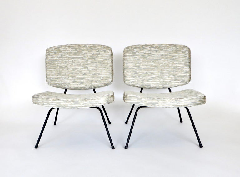 Pierre Paulin CM190 Pair of Slipper Lounge Chairs for Thonet For Sale 4